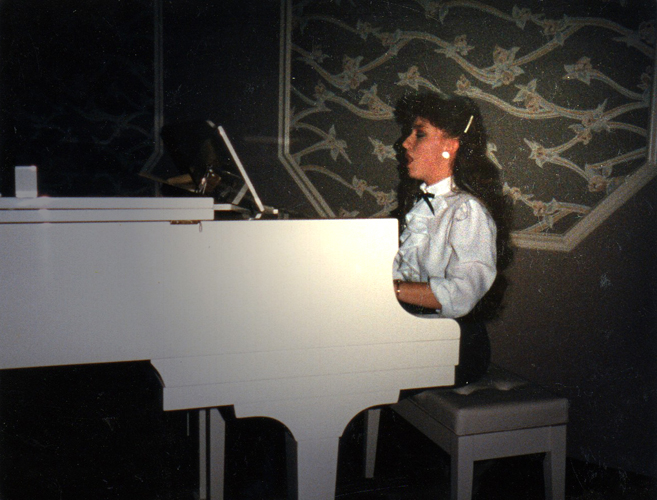 Lynnette Owens plays the piano